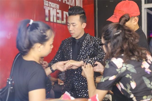 Hari Won che mat den ung ho Tran Thanh tai Got Talent hinh anh 3