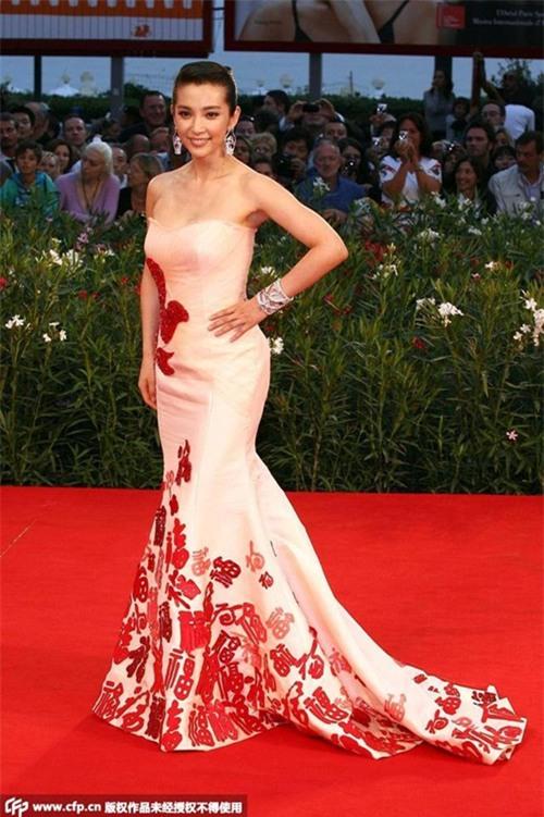 Những nữ nghệ sĩ Hoa ngữ được báo chí quốc tế sủng ái nhất trên đấu trường thảm đỏ - Ảnh 11.