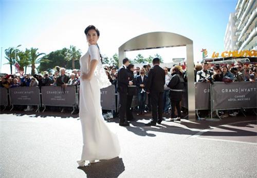 Boc mac vay hang hieu cua Ly Nha Ky tai Cannes 2013 hinh anh 5