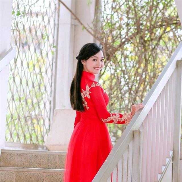 Tiết lộ danh tính của cô gái Việt xinh đẹp tặng hoa ông Obama - Ảnh 4.
