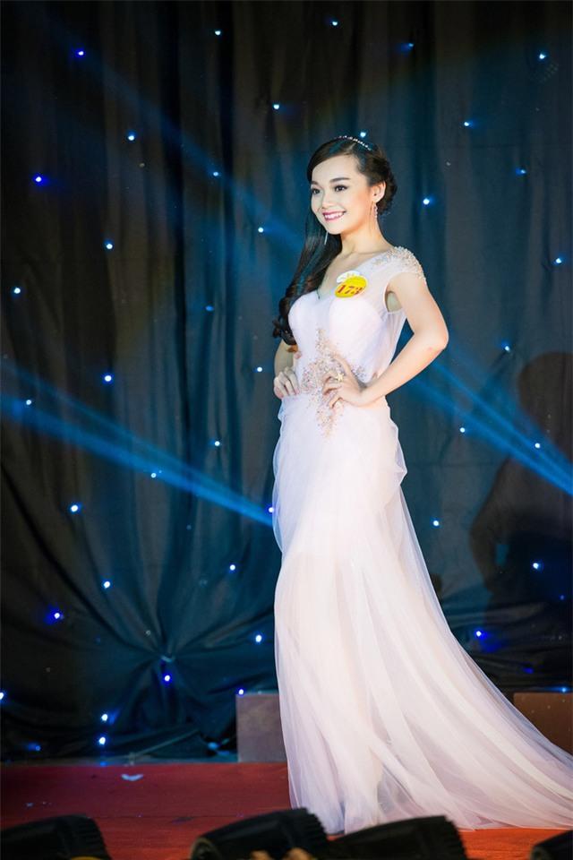 Tiết lộ danh tính của cô gái Việt xinh đẹp tặng hoa ông Obama - Ảnh 6.