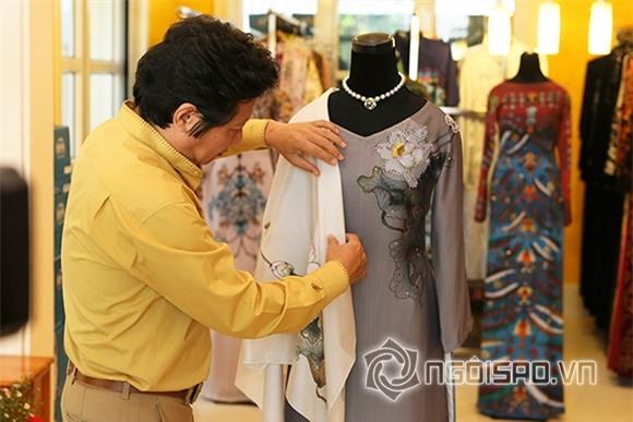 Obama mang áo dài về tặng vợ 0