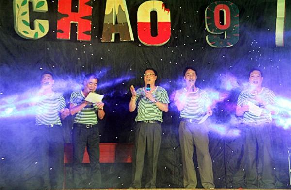 """Ban nhạc """"Những dòng kẻ"""" da diết hát ca khúc Nơi đảo xa gửi tặng những học sinh cuối cấp – những người chuẩn bị thành các """"chiến sĩ"""" trên con đường dài tiếp theo"""
