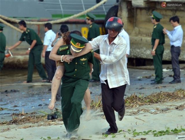 Vụ chìm tàu ở Đà Nẵng: Người thân khóc ngất khi cả 3 thi thể được vớt lên - Ảnh 5.