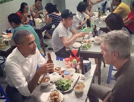 Cơn sốt, 'Bún chả Obama', Singapore, vỉa hè, Hà Nội, khách hàng, đông khách
