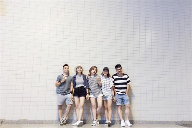 Đi du lịch nhóm phải mặc đồ tông xuyệt tông rồi chụp ảnh như thế này mới bắt kịp xu hướng! - Ảnh 16.