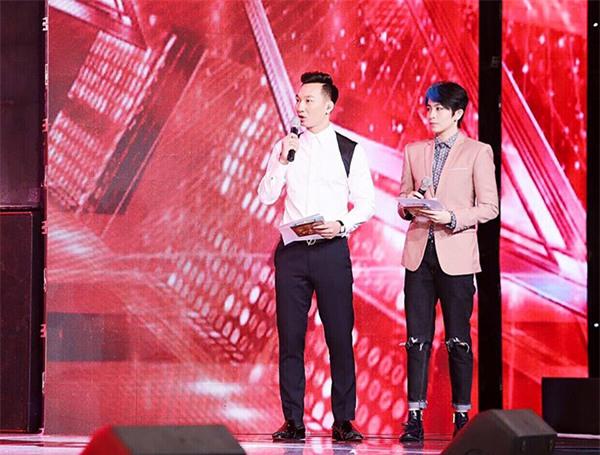 Gil Lê tên thật là Lê Thanh Trúc, sinh năm 1991. Không chỉ đi hát, Gil Lê còn thành trong khi thử sức trong lĩnh vực diễn xuất, VJ, người mẫu và MC. Hiện tại, Gil Lê đang giữ vai trò MC cho cuộc thi Nhân tố bí ẩn 2016 cùng với Thành Trung.