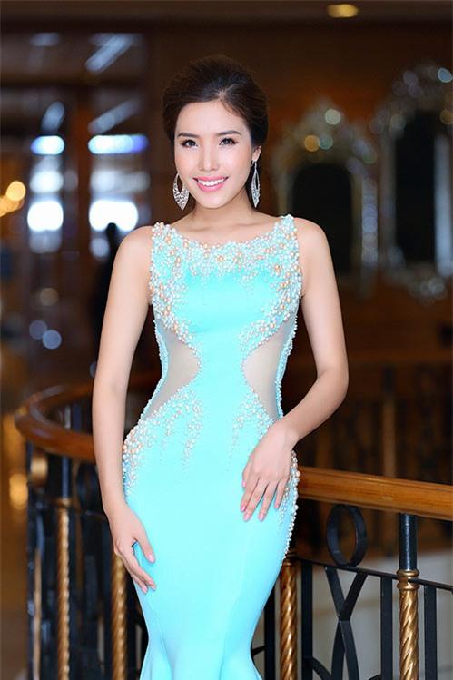 a hau bien khanh phuong goi cam voi vong ba 95cm - 3