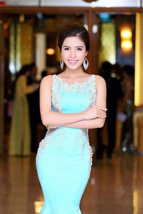 a hau bien khanh phuong goi cam voi vong ba 95cm - 6