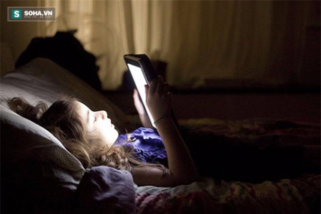 Cảnh báo: Mù mắt tạm thời vì nghiện xem điện thoại, Ipad - Ảnh 3.