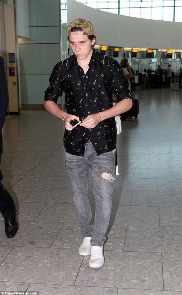 Bạn gái Brooklyn Beckham lại mặc quần quá bó sát lộ vùng nhạy cảm 7