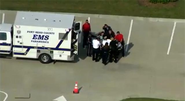 Mỹ: Mẹ rượt đuổi, bắn chết 2 con gái ruột vào ngày sinh nhật bố - Ảnh 1.