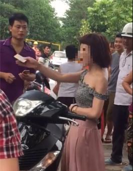 Hành động lạ của thiếu nữ đi xe SH bên gốc cây gây tranh cãi - Ảnh 5.