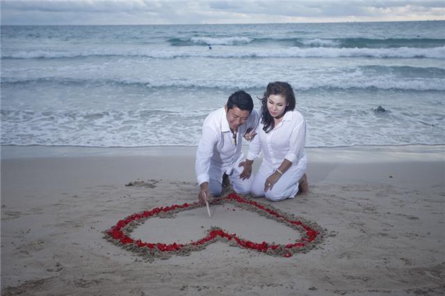 Sau cuộc hôn nhân đầu tiên tan vỡ, Kinh Quốc đã tìm được hạnh phúc mới của mình