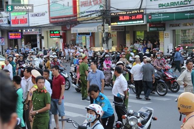 Náo loạn tại Big C Đà Nẵng: Chủ tòa nhà chống lệnh của tòa án? - Ảnh 1.
