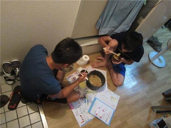 Bữa ăn của du học sinh Việt tạiNhật Bản. (Ảnh: Internet)
