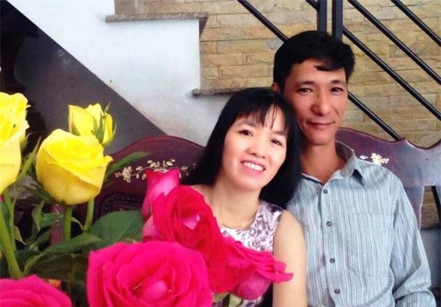 Vợ chồng anh Khương tằn tiện cóp nhặt bằng nghề may gia công vừa chăm hai con vừa mới sửa được căn nhà tươm tất.