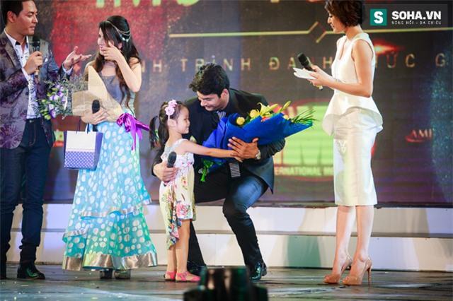 Hành động quá ga-lăng của chồng Cô dâu 8 tuổi với nữ MC Việt - Ảnh 15.