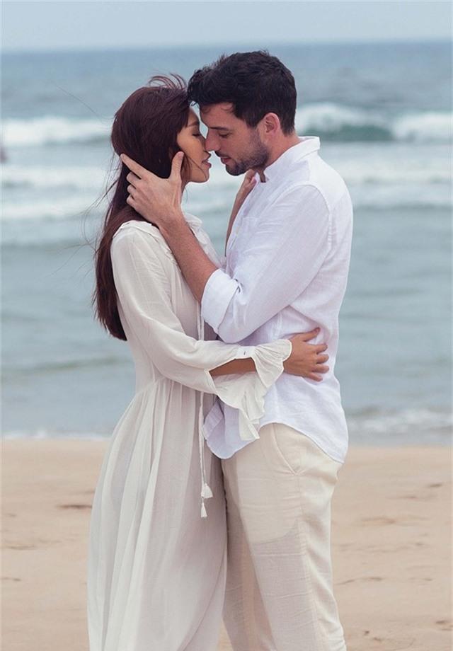 Hà Anh diện bikini chụp ảnh cưới cùng chồng Tây - Ảnh 2.