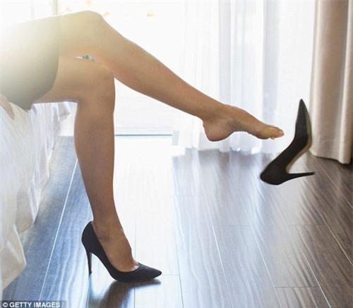 Đi giày cao gót hàng ngày cũng có thể bị ung thư? - 1
