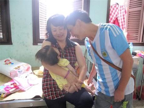 Hành trình kỳ diệu thay da đổi thịt của bé gái 14 tháng tuổi chỉ nặng 3,5kg