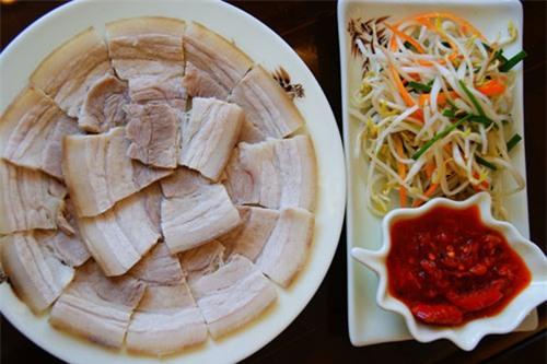 Cách luộc thịt lợn ngon giòn trắng mềm không bị hôi tại nhà phần 2