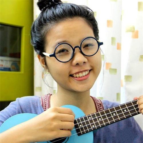 Vũ Cát Tường sinh năm 1992 An Giang, cô từng sinh viên năm 3 khoa Kỹ Thuật Y Sinh của trường Đại Học Quốc Tế - ĐH Quốc Gia TPHCM.