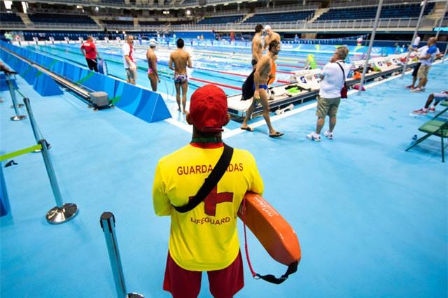 Thù lao của nhân viên cứu hộ trong 2 tuần làm việc ở Olympic là 340 USD
