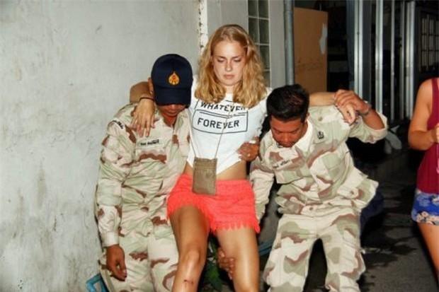Thái Lan: Nổ bom gần quán bar trong khu du lịch, ít nhất 1 người thiệt mạng và 20 người bị thương - Ảnh 1.