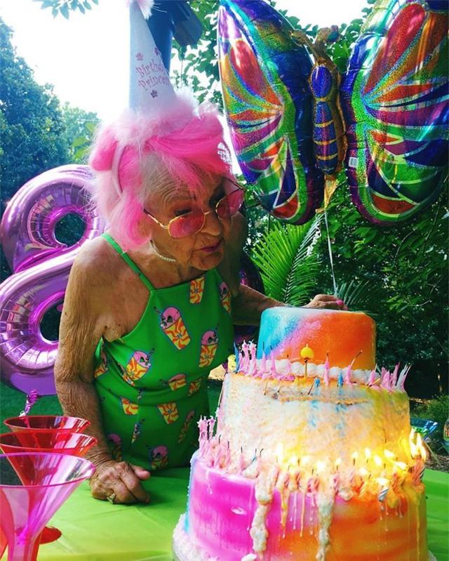 Nổi bật trong bữa tiệc sinh nhật lần thứ 88 của mình
