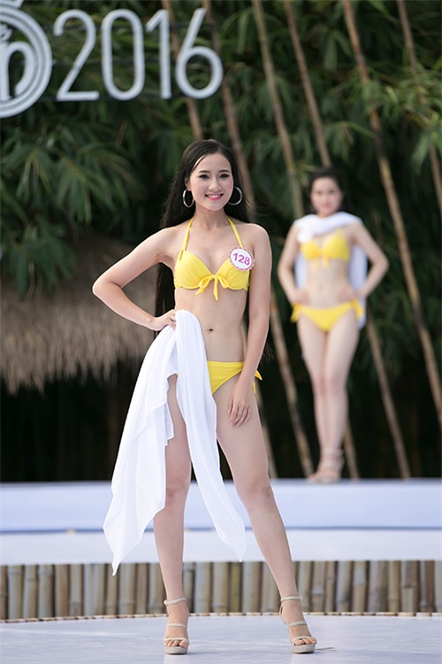 thi-sinh-trinh-dien-bikini-tiep