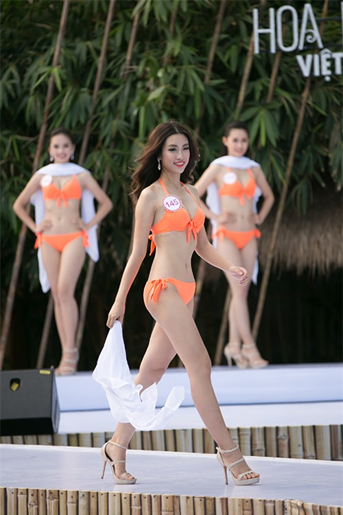 thi-sinh-trinh-dien-bikini-tiep-3