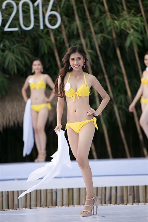 thi-sinh-trinh-dien-bikini-tiep-1