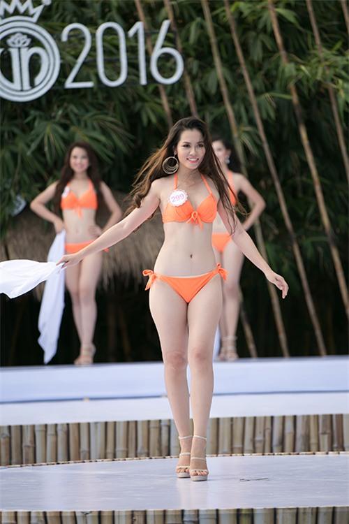 thi-sinh-trinh-dien-bikini-tiep-5