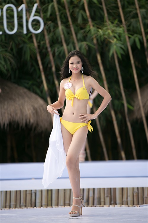 thi-sinh-trinh-dien-bikini-tiep-8
