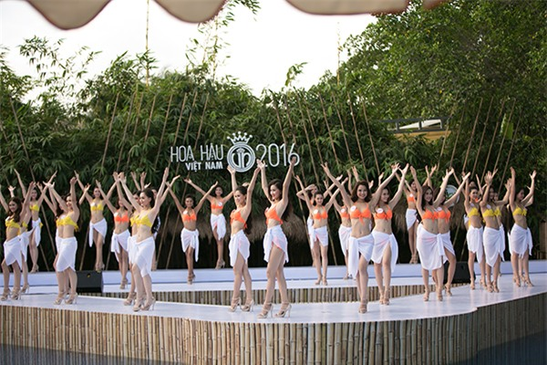 thi-sinh-hoa-hau-viet-nam-khoe-dang-nuot-na-voi-bikini-2