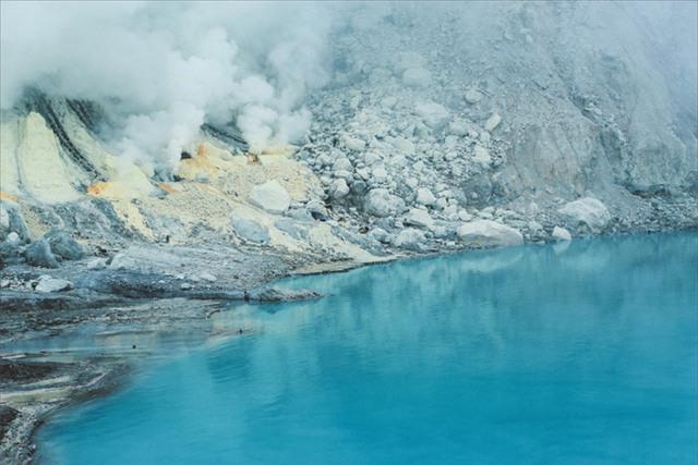 Ở ngay gần Việt Nam thôi, bạn có thể trải nghiệm cảm giác săn mây trên đỉnh núi lửa! - Ảnh 11.