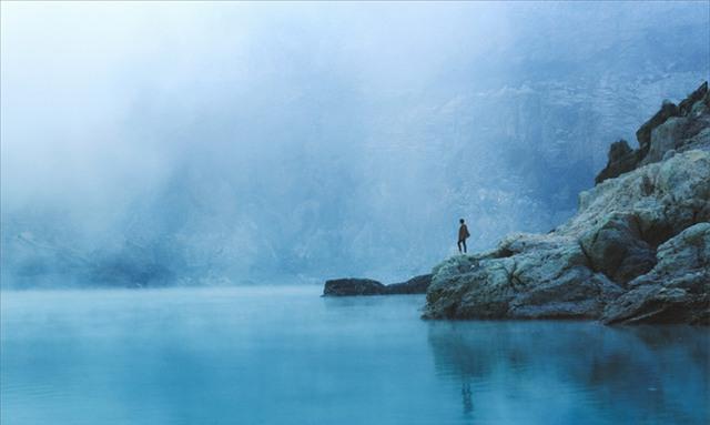 Ở ngay gần Việt Nam thôi, bạn có thể trải nghiệm cảm giác săn mây trên đỉnh núi lửa! - Ảnh 12.