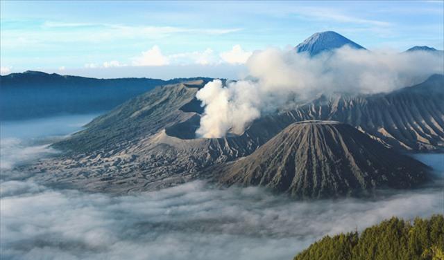 Ở ngay gần Việt Nam thôi, bạn có thể trải nghiệm cảm giác săn mây trên đỉnh núi lửa! - Ảnh 17.