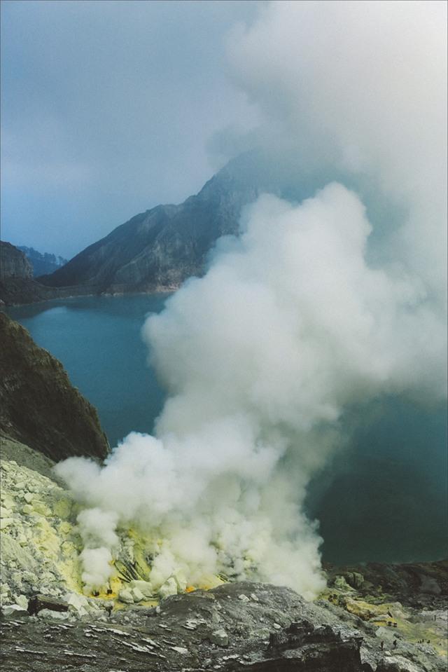 Ở ngay gần Việt Nam thôi, bạn có thể trải nghiệm cảm giác săn mây trên đỉnh núi lửa! - Ảnh 5.