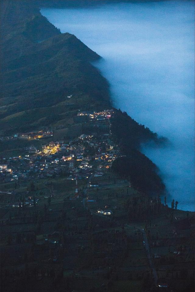 Ở ngay gần Việt Nam thôi, bạn có thể trải nghiệm cảm giác săn mây trên đỉnh núi lửa! - Ảnh 6.
