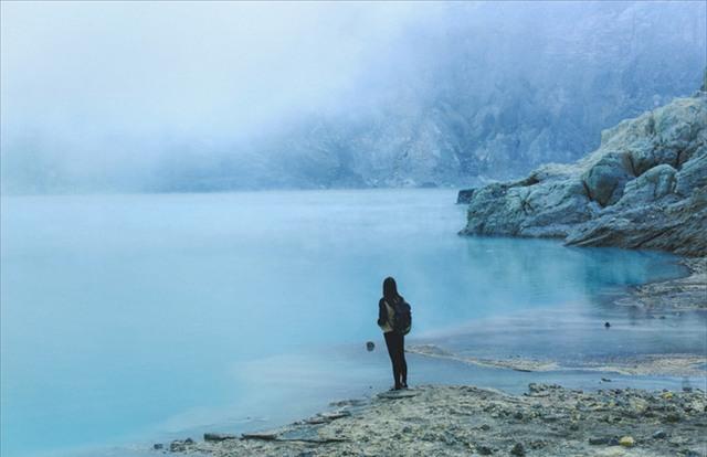 Ở ngay gần Việt Nam thôi, bạn có thể trải nghiệm cảm giác săn mây trên đỉnh núi lửa! - Ảnh 8.