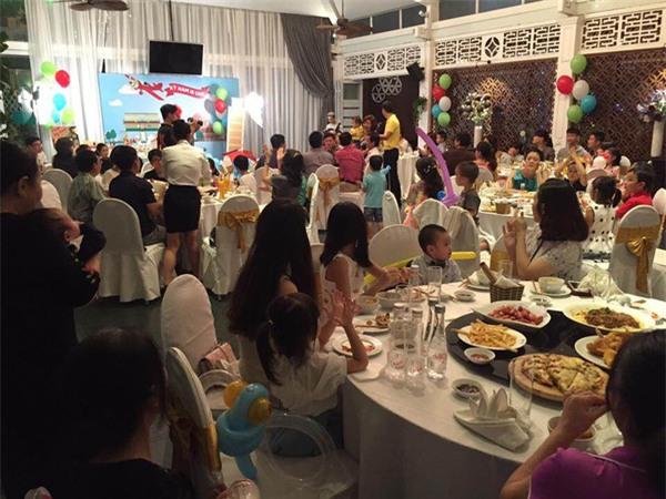 Vợ chồng MC Tuấn Tú hạnh phúc mừng sinh nhật 1 tuổi của con trai đầu lòng - Ảnh 2.