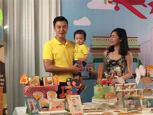Vợ chồng MC Tuấn Tú hạnh phúc mừng sinh nhật 1 tuổi của con trai đầu lòng - Ảnh 6.