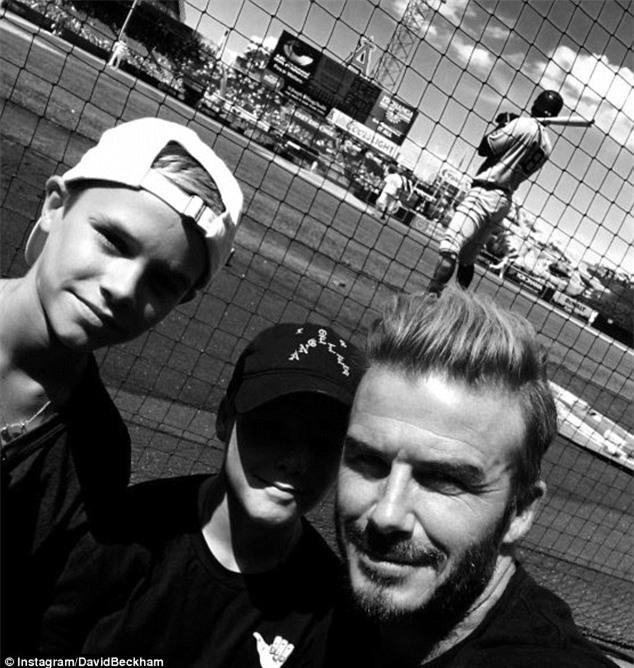 Harper ra dáng thiếu nữ xinh xắn, Cruz ngày càng đẹp trai giống bố Beckham - Ảnh 12.