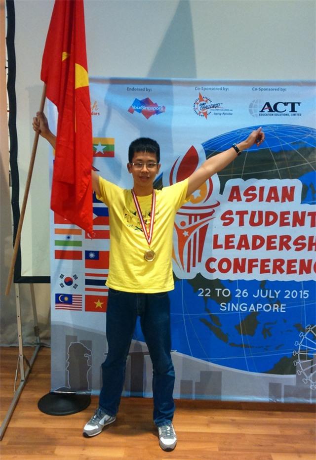 Chàng trai trường Ams từng giành giải Nhất tại Hội nghị Lãnh đạo trẻ châu Á năm 2015.