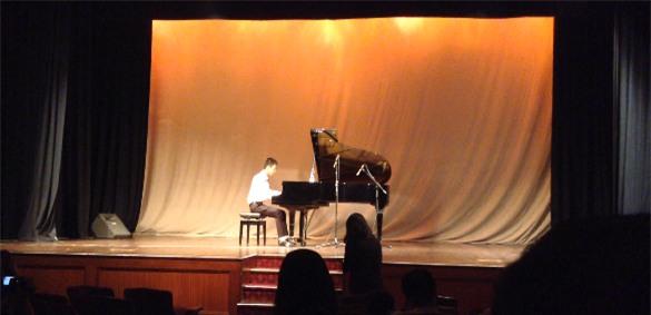 Vũ Quang biểu diễn piano tại Festival nghệ thuật châu Á năm 2014.