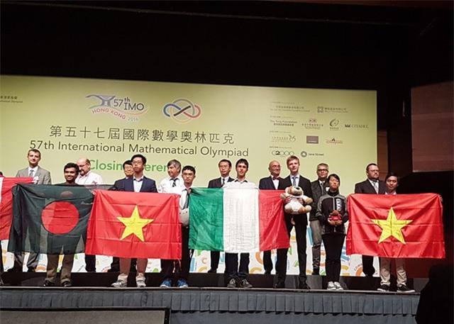 Mới đây nhất chàng trai đa tài này nhận Huy chương Bạc tại IMO 2016 ở Hồng Kông.