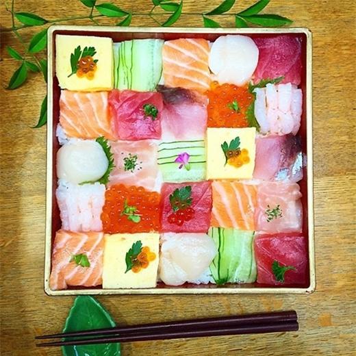 Mosaicsushikhông chỉ là món ăn, nó đã trở thành một môn nghệ thuật vô cùng độc đáo.