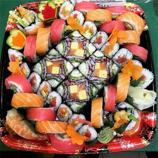 Những hộp sushi hấp dẫn như thế này thì ai mà cầm lòng cho được chứ!